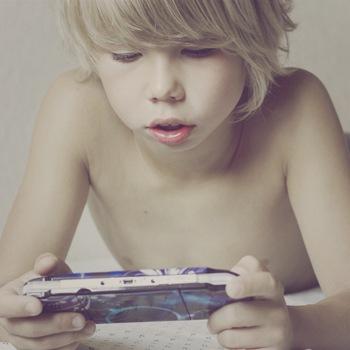 give-kid-smartphone